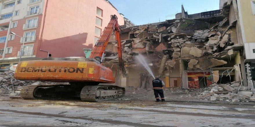 Gebze 'de tinercilerin mesken tuttuğu 4 katlı bina yıkıldı