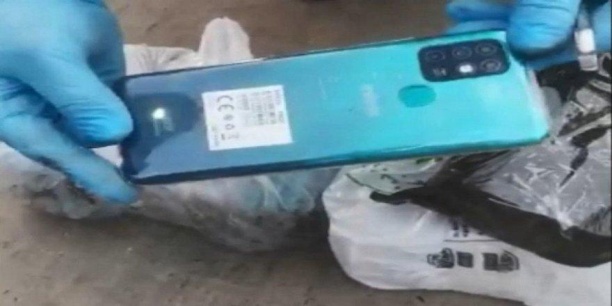 Kocaeli'de, polis ekipleri tarafından  102 adet gümrük kaçağı cep telefon ele geçirildi