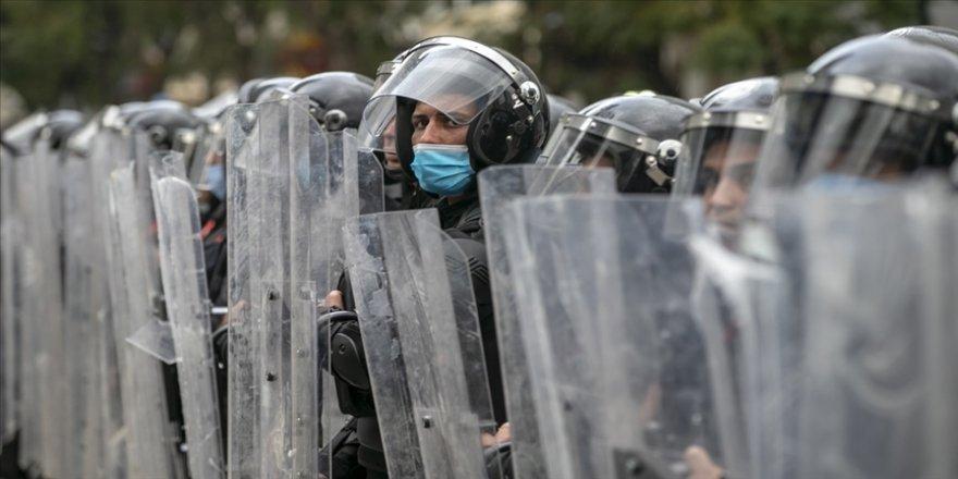 Tunus'ta ordu birlikleri Sbitla beldesindeki protestolar nedeniyle sokaklarda konuşlandı