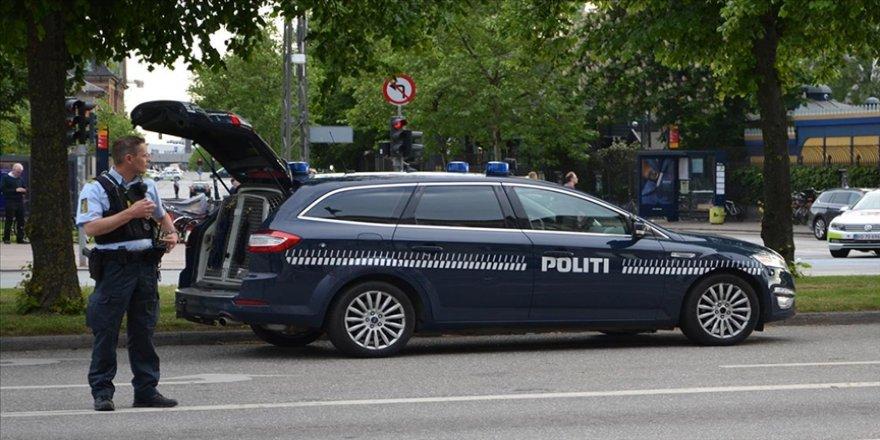 Danimarka'da Başbakan Frederiksen'in maketini yakan 3 kişi tutuklandı