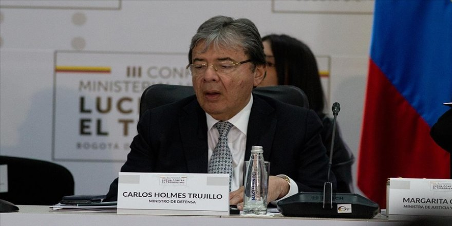 Kolombiya Savunma Bakanı Trujillo Kovid-19 nedeniyle hayatını kaybetti