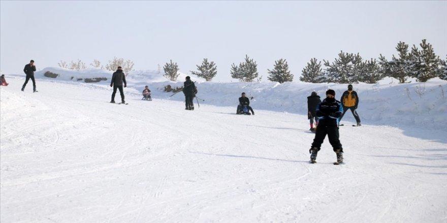 Ağrı'daki Küpkıran Kayak Merkezi yenilenen yüzüyle kayakseverleri ağırlıyor