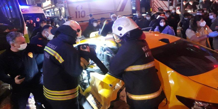Gebze'de kaza ! Halk otobüsü şoförü ve bir yolcu araçta sıkıştı