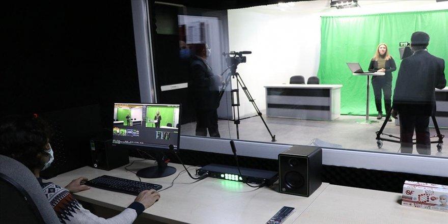 Manisa'da öğretmenler lisede kurulan stüdyodan EBA'ya içerik üretiyor