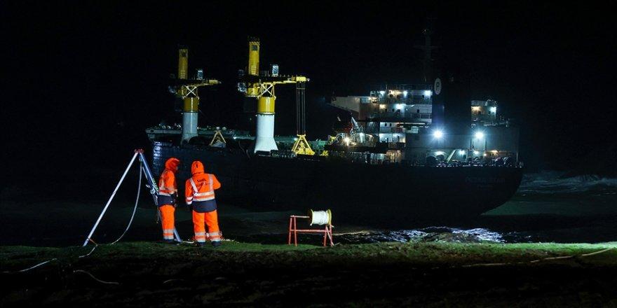 Beykoz açıklarında sürüklenen gemiyi kurtarma çalışmalarına gece saatlerinde ara verildi