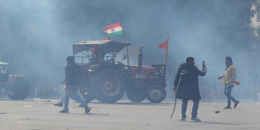 Hindistan'da protestocu çiftçiler, 1 Şubat'ta düzenlenecek parlamento yürüyüşünü iptal etti