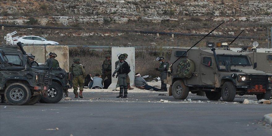 İsrail güçleri Batı Şeria'da 25 Filistinliyi gözaltına aldı