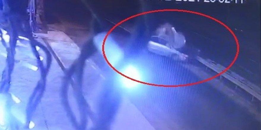 Sürücünün öldüğü kaza güvenlik kamerasına saniye saniye yansıdı