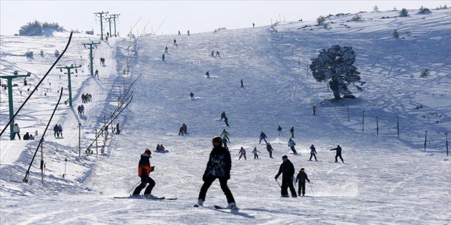 Kayak merkezlerinde kar kalınlığı en fazla 190 santimetreyle Kartalkaya'da ölçüldü