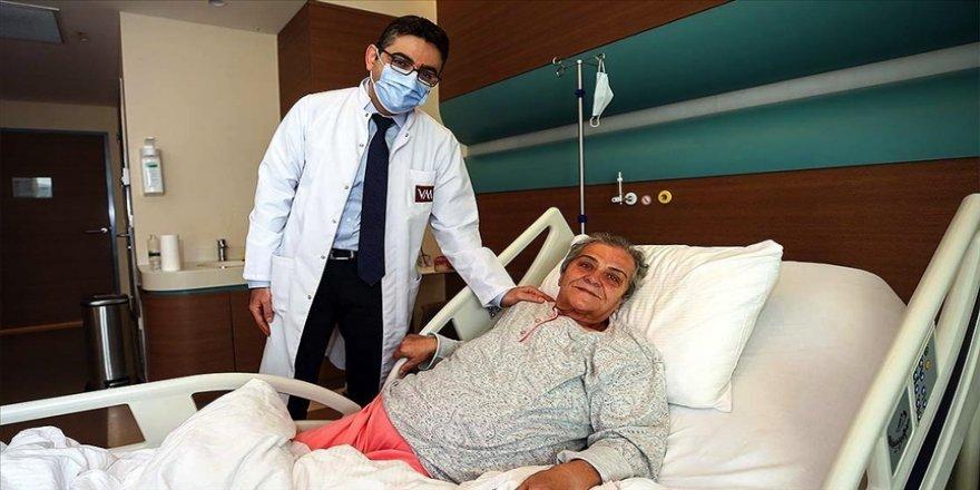 65 yaşındaki kadının karnından 10 kilogramlık kitle çıkarıldı