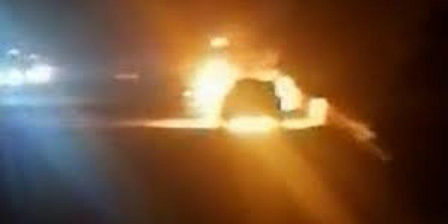 Kocaeli'de seyir halindeki araç alev alev yandı