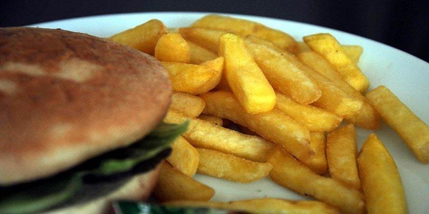 Düşük kaliteli karbonhidratlarla beslenmenin kalp rahatsızlığına bağlı ölüm riskini artırdığı tespit edildi