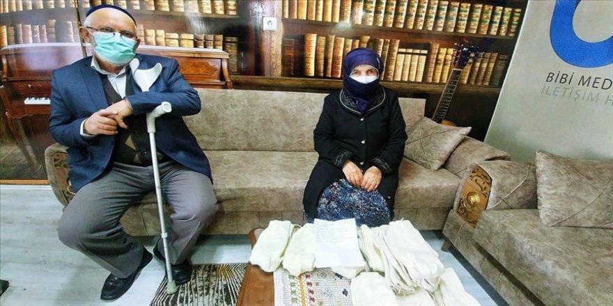 Ordu'da 87 yaşındaki Şahinde nine ördüğü çorapları Mehmetçiğe gönderdi