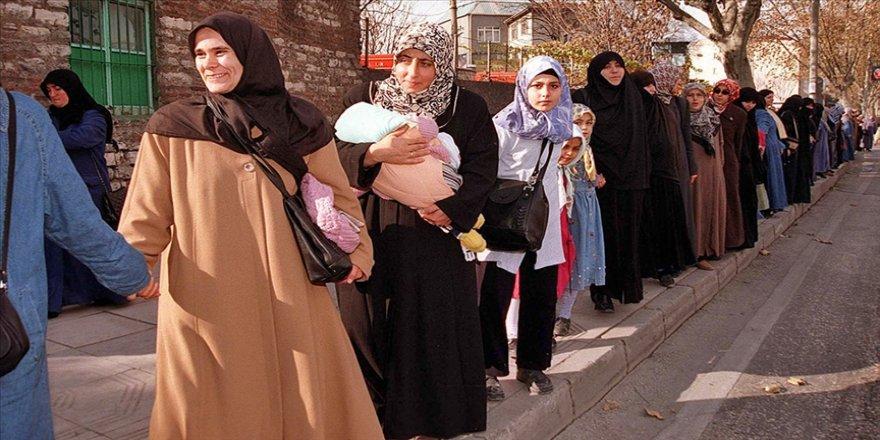 'El ele insan zinciri' 28 Şubat'a karşı duruşu ülke geneline yaydı