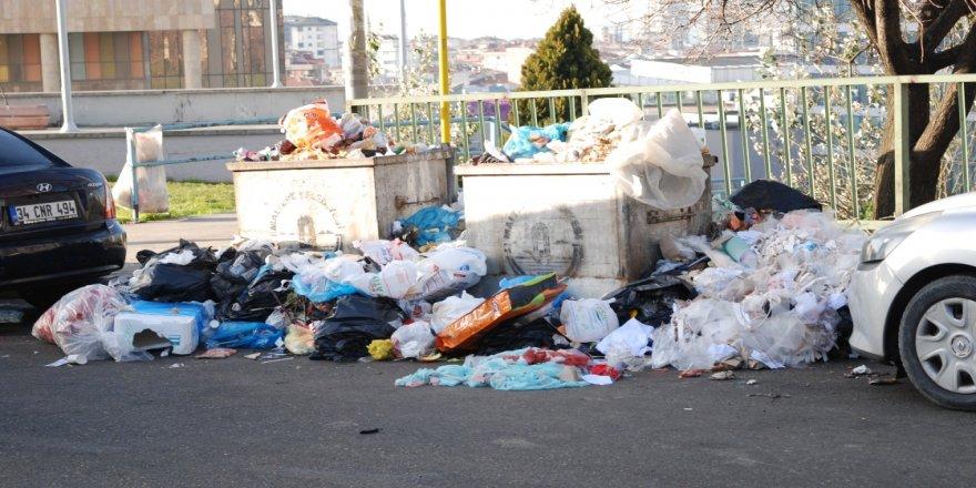 Maltepe Belediyesindeki grev nedeniyle çöplerin toplanmamasına vatandaşlar tepki gösterdi