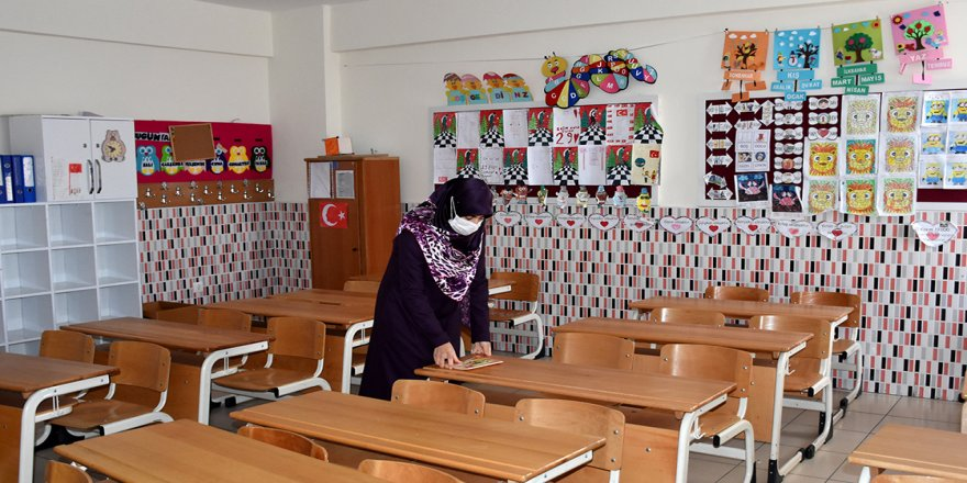 Sema öğretmen, öğrencilerinden ayrı geçen 15 yılı unutamıyor