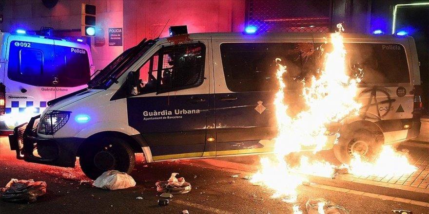 Tutuklanan İspanyol rapçi Hasel'e destek için Barselona'da yapılan gösteriler olaylı geçti