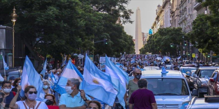 Arjantin'de ayrıcalıklı Kovid-19 aşı uygulaması hükümet karşıtı gösterilere neden oldu