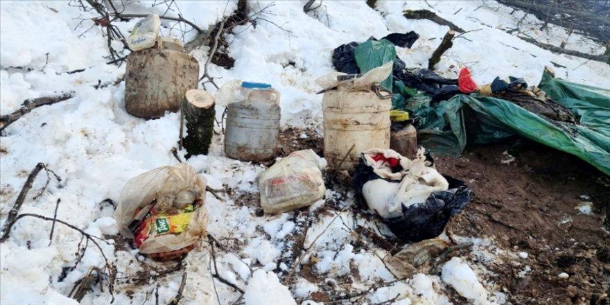 Bitlis'te PKK'lı teröristlere ait yaşam malzemeleri ele geçirildi