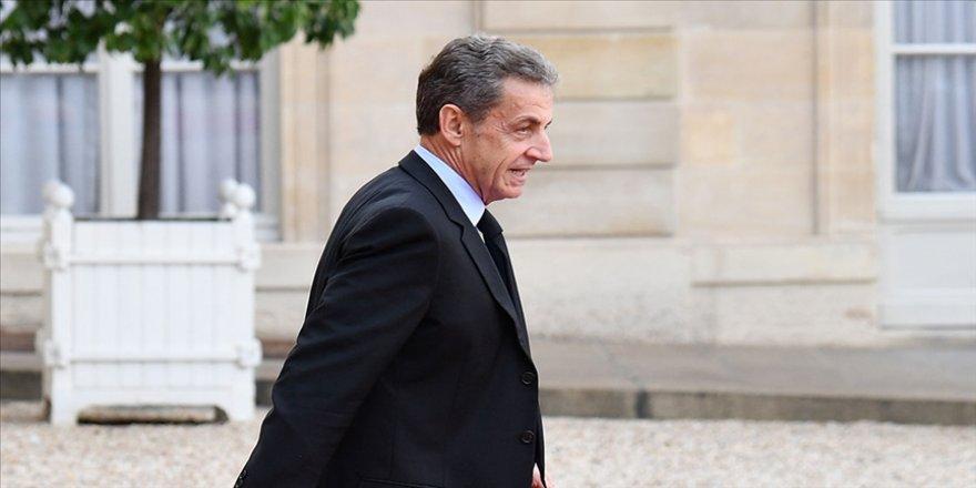 Fransa İçişleri Bakanından yolsuzluktan hüküm giyen Sarkozy'ye 'dost' desteği