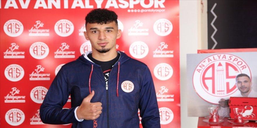 Antalyasporlu futbolcu Bayrakdar: Ay-yıldızlı forma için çalışıyorum