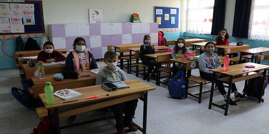 Yeni normalleşme süreciyle okullarda yüz yüze eğitime başlandı