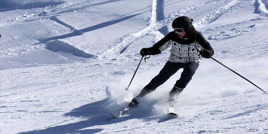 Kayak merkezlerinde en fazla kar kalınlığı 173 santimetreyle Kartalkaya'da ölçüldü