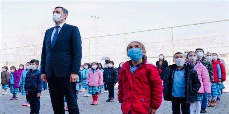 Bakan Selçuk'tan, yüz yüze eğitime geçişte vatandaşlara maske ve sosyal mesafe uyarısı
