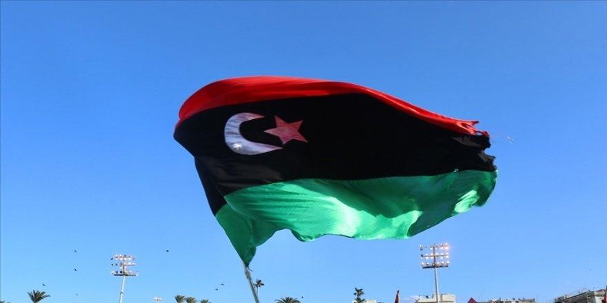 UCM'nin Libya'da savaş suçu işlemekle suçladığı Hafter'e bağlı milis komutan, otomobil şirketini bastı