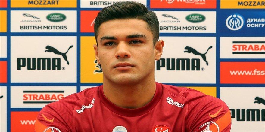 Ozan Kabak, Liverpool'da Van Dijk ile beraber oynayacağı günü iple çekiyor