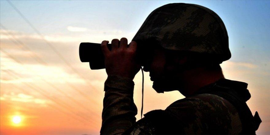 MSB: Yasa dışı yollarla Türkiye'ye girmeye çalışan 2'si terör örgütü PKK mensubu 9 kişi yakalandı