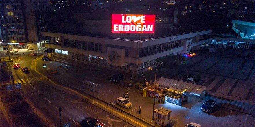 Saraybosna'da reklam panolarına 'Love Erdoğan' ilanı yansıtıldı