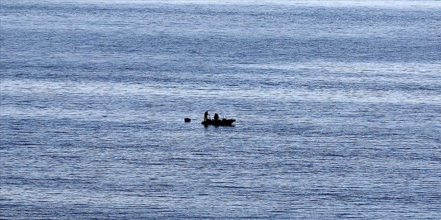 Gökçeada açıklarında batan teknedeki tim komutanı için arama çalışması sürüyor