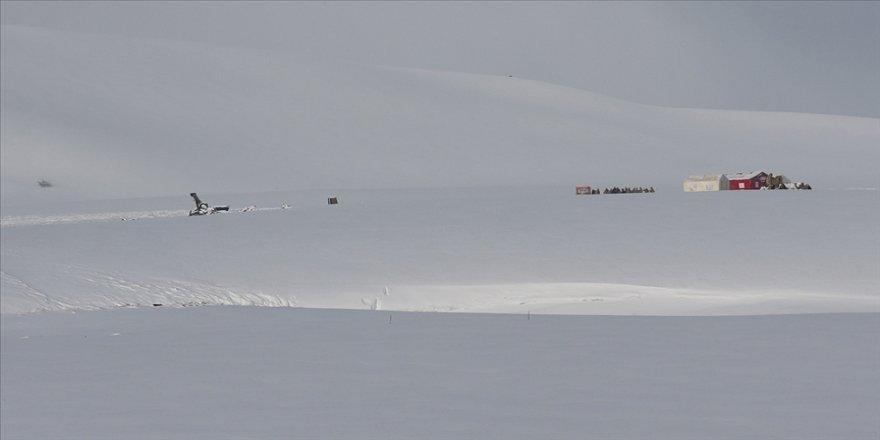 Tatvan'da düşen askeri helikopterin enkazındaki incelemeler sürüyor