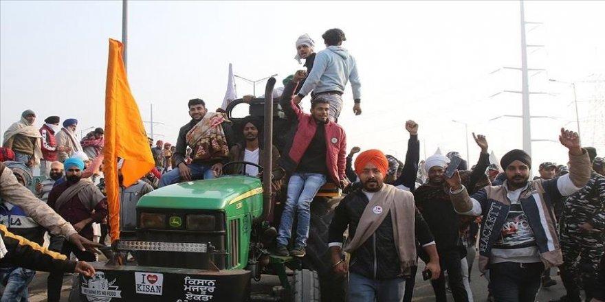 Hindistan'da çiftçiler Yeni Delhi'deki büyük bir otoyolu trafiğe kapatmayı planlıyor