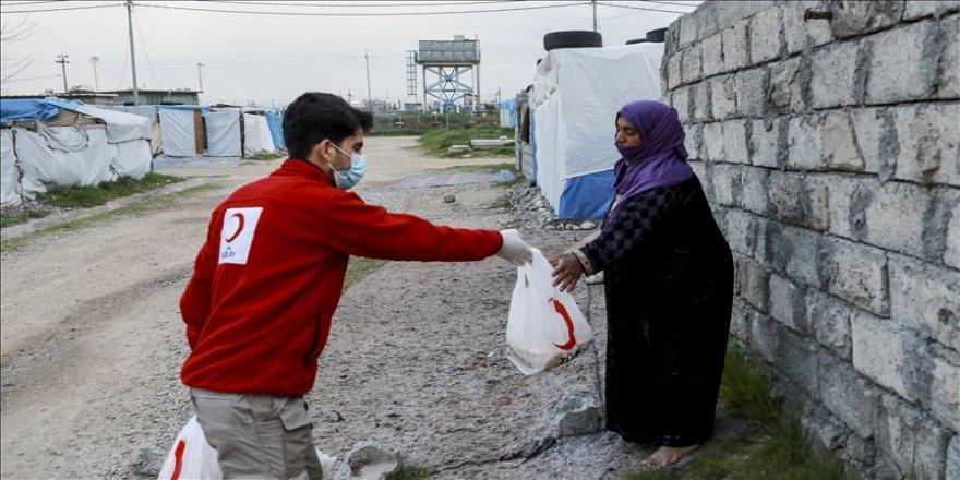 Türk Kızılaydan Erbil'de mülteci kampı sakinlerine ekmek yardımı