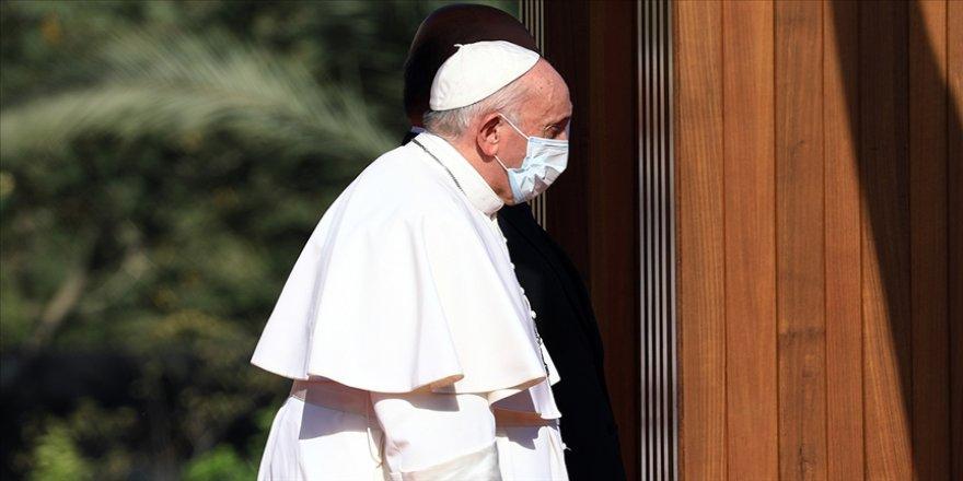 Irak'ı ziyaret eden Papa, Şiilerin en büyük dini mercisi Sistani ile bir araya geldi