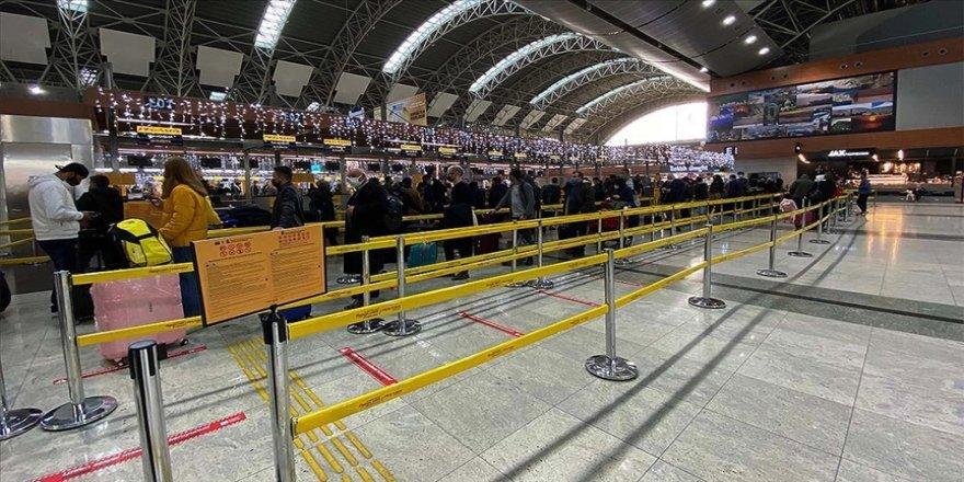 Türkiye havalimanlarında şubatta yaklaşık 5,4 milyon yolcuya hizmet verildi