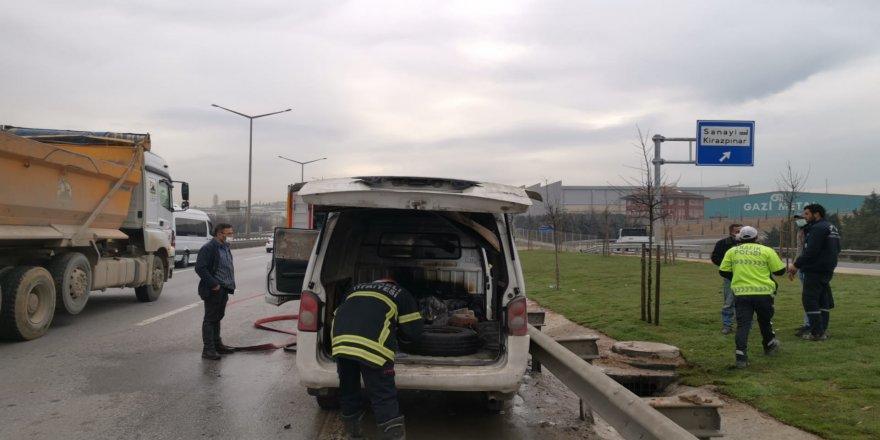 Gebzede , bir araçın motor kısmında çıkan yangın itfaiye ekiplerince söndürüldü.