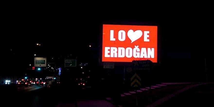 Gaziosmanpaşa'da 'Love Erdoğan' görseli LED ekranlara yansıtıldı