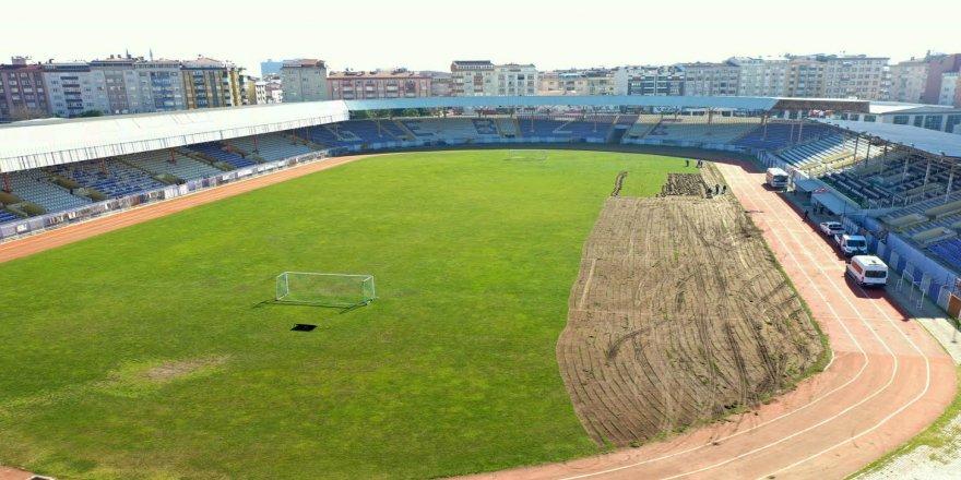 Stadın çimleri, Gebze Doğu Kavşağı'na seriliyor
