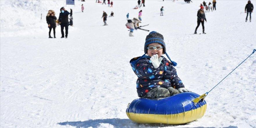 Kayak merkezlerinde en fazla kar kalınlığı 159 santimetreyle Hakkari'de ölçüldü