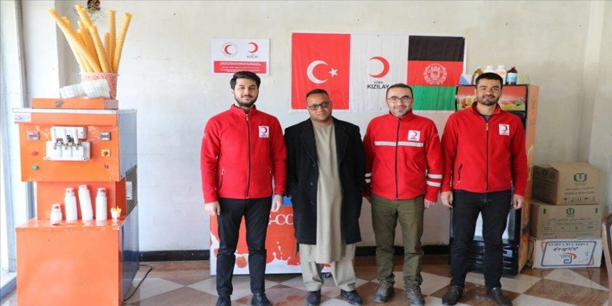 Türk Kızılay ülkesine dönen Afganlara iş imkanı sağlıyor