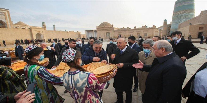 Dışişleri Bakanı Çavuşoğlu Özbekistan'da tarihi Hive kentini ziyaret etti