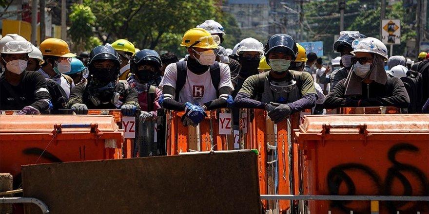 Myanmar'ın Yangon şehrinde güvenlik güçleri protestoculara yönelik kuşatmayı kaldırdı