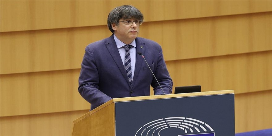 Avrupa Parlamentosu Katalan ayrılıkçı Puigdemont'un dokunulmazlığının kaldırılmasını kabul etti