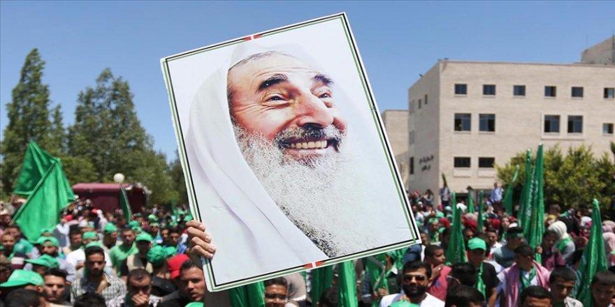 Filistin ulusal direniş liderlerinden Ahmed Yasin anılıyor