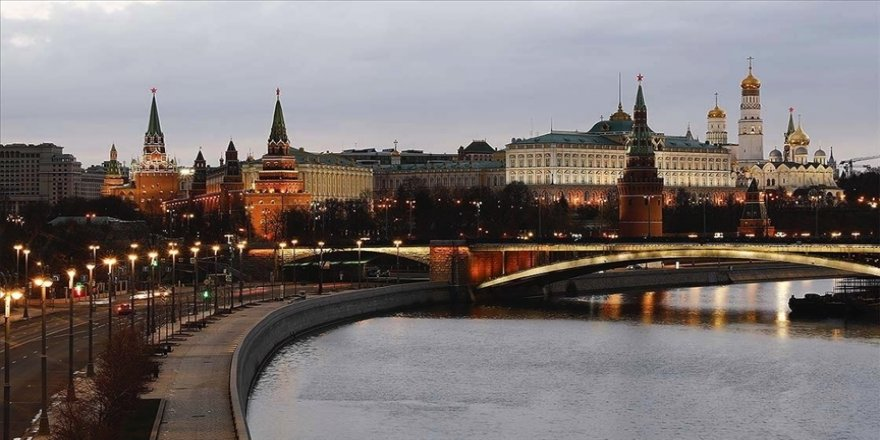 Kremlin, Rusya'nın SWIFT sisteminden çıkarılmasını 'ihtimal dışı' görmüyor