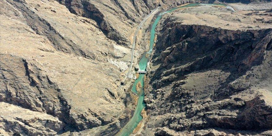 Divriği'deki Çaltı Çayı, yürüyüş yolu ve asma köprüleriyle turist çekecek
