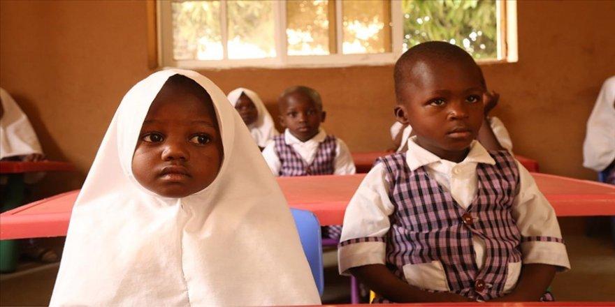 Nijerya'da başörtüsü konusunda uzlaşıya varılamaması nedeniyle kapatılan 10 okulda eğitime yeniden başlandı